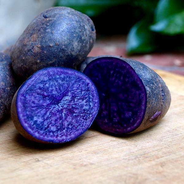 Картофель фиолетового цвета в разрезе