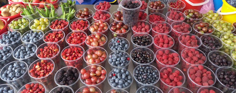 Продажа ягод на рынке