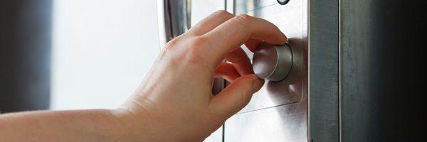 Как быстро почистить чеснок: использование воды, ножа и микроволновки в домашних условиях