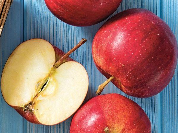 Яблоки Гала обладают десертным вкусом и карамельным ароматом