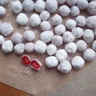 Два простых способа приготовить клюкву в сахарной пудре в домашних условиях