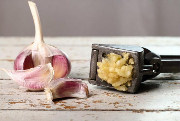 Чеснок для приготовления средства от фитофтороза томатов