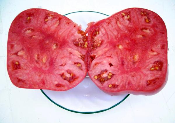 Плоды помидора Розовый мед в разрезе