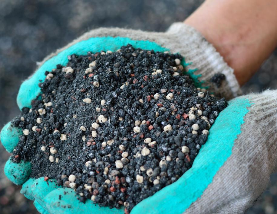 Суперфосфатное удобрение для почвы
