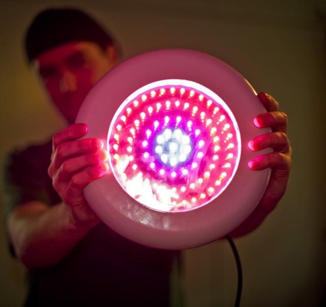 Светодиодная лампа для цветов