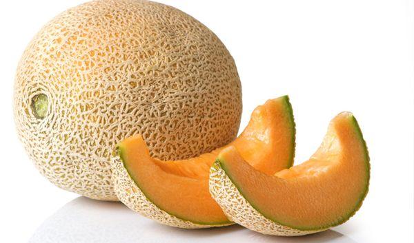 Здоровый фрукт отличается вкусным дынным ароматом