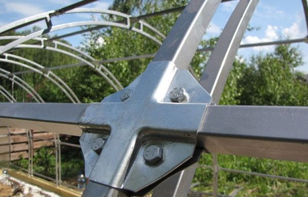 Соединения в каркасе конструкции