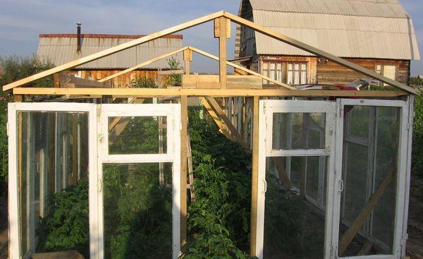 Установка крыши на конструкцию