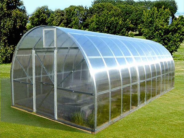 Сотовый поликарбонат включает в себя достоинства пленки и стекла