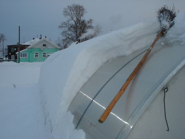 Не забывайте счищать снежные массы