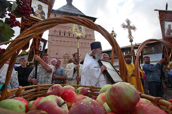 Яблоки принято освящать, а потом готовить из них постные блюда