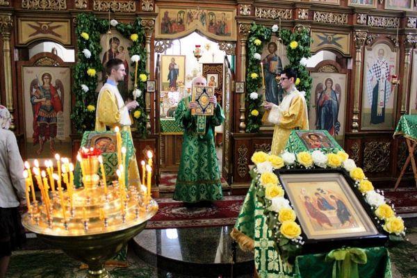 Богослужения на День Святой Троицы