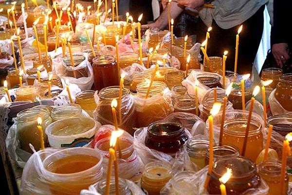 Первый раз в году мед можно отведать только после освящения
