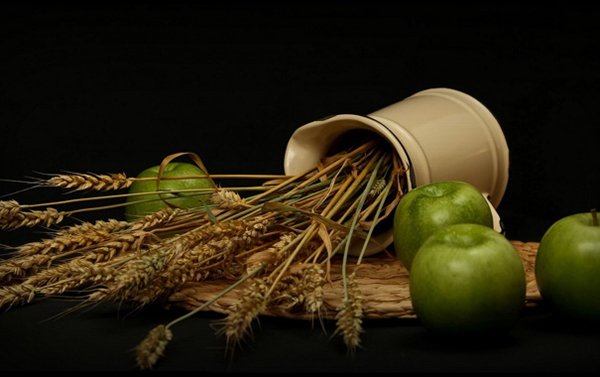Освященные яблоки и колосья относили на кладбище