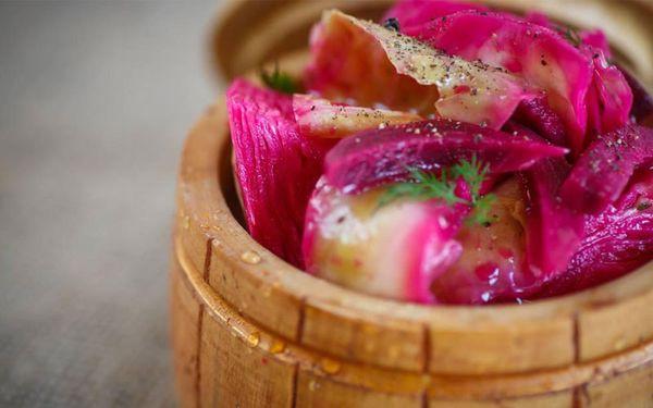 Маринованная капуста со свеклой «Розовый лепесток»