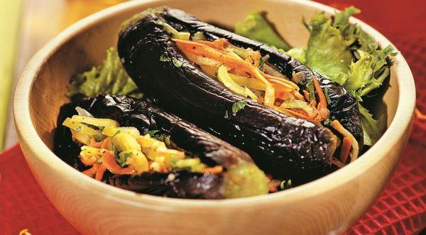 Баклажаны с морковью и зеленью