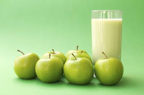 Яблоки можно заквасить в кефире