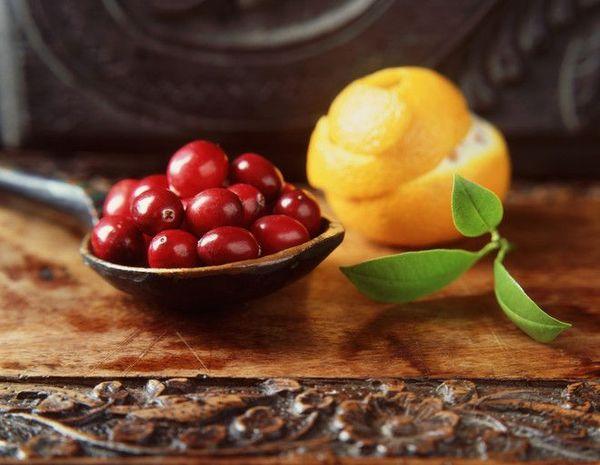 Вкусное варенье можно приготовить из брусники и апельсинов
