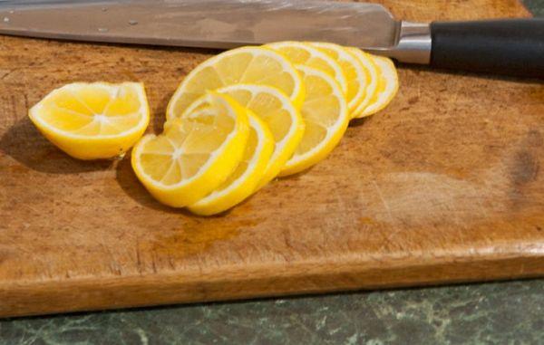 Для «обработки» лимоны режутся и пропускаются через мясорубку