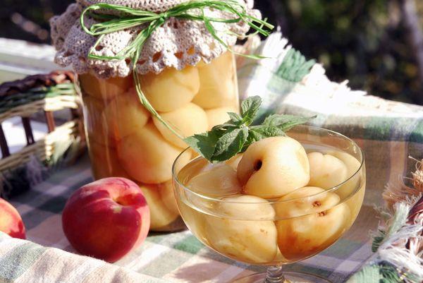 Компот из персиков с косточками