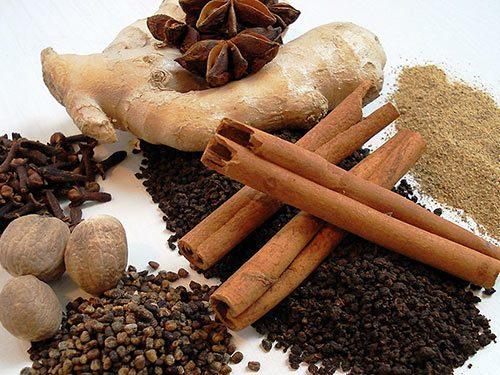 Имбирь, корица и гвоздика как основные ингредиенты десерта