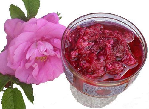 Розовый десерт с добавлением цветов шиповника