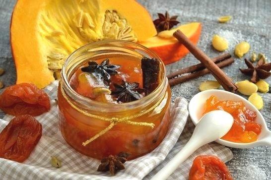 Имбирное варенье с корицей, сушеным абрикосом и тыквой