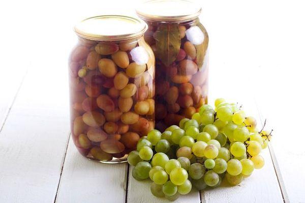 Моченые ягоды винограда